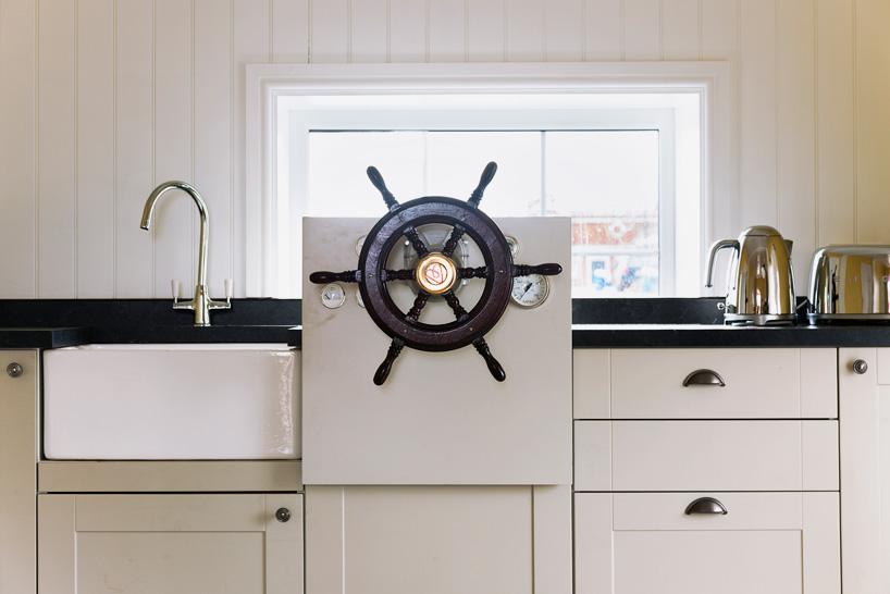 airbnb-floating-house-river-thames-london-designboom-06