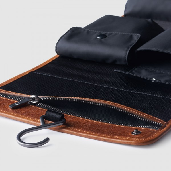 octovo-the-dopp-kit-brown-leather-travel-accessory-detail