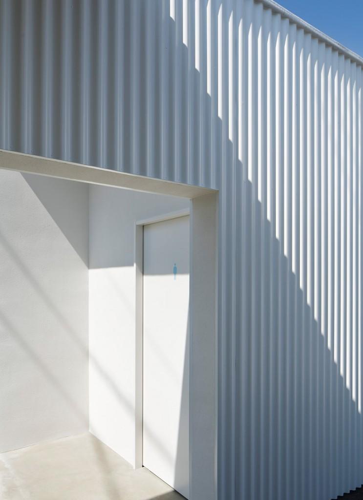 kubo-tsushima-architects-isemachi-public-toilet-japan-designboom-03