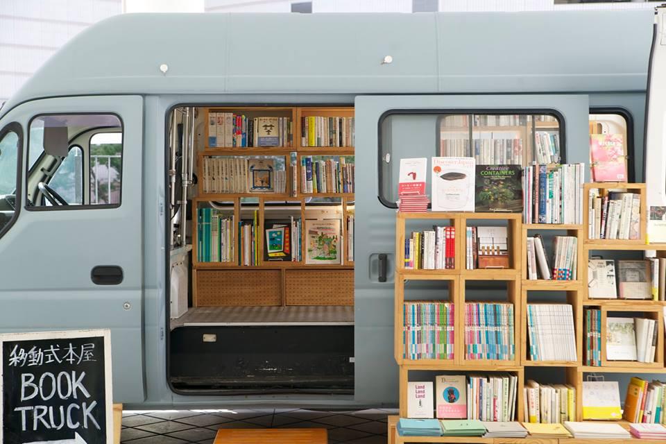 Book Truck 03