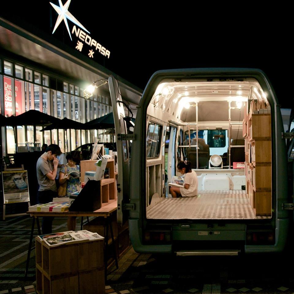 Book Truck 07