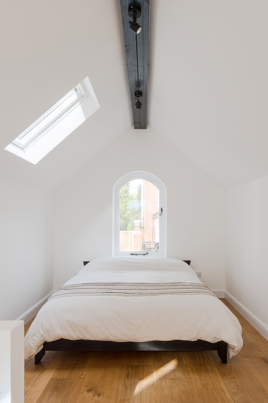 writers-coach-house-intervention-architecture-studio-renovation-moseley-birmingham-england_dezeen_936_6