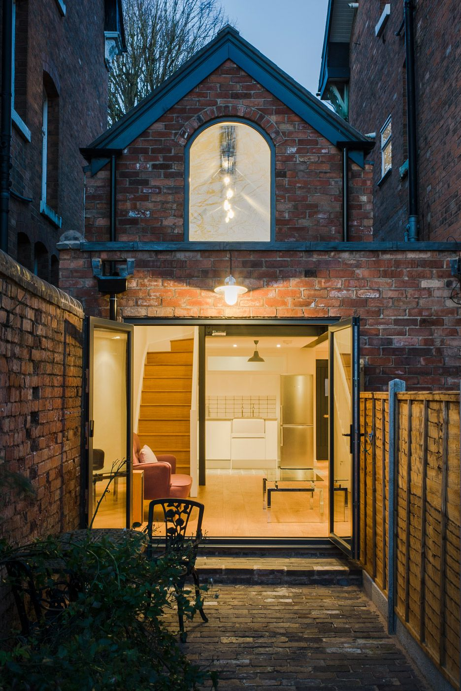 writers-coach-house-intervention-architecture-studio-renovation-moseley-birmingham-england_dezeen_936_16