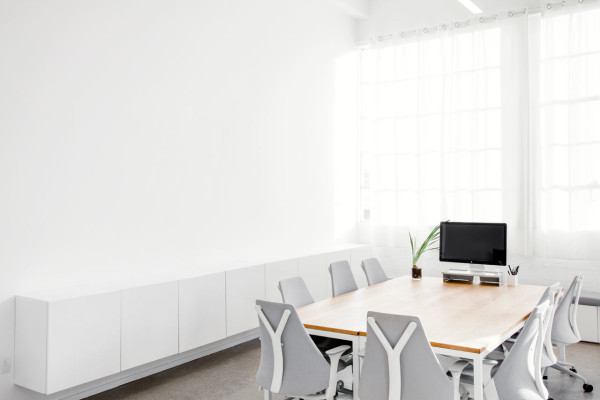 Everlane_Headquarters_Showroom-18-600x400