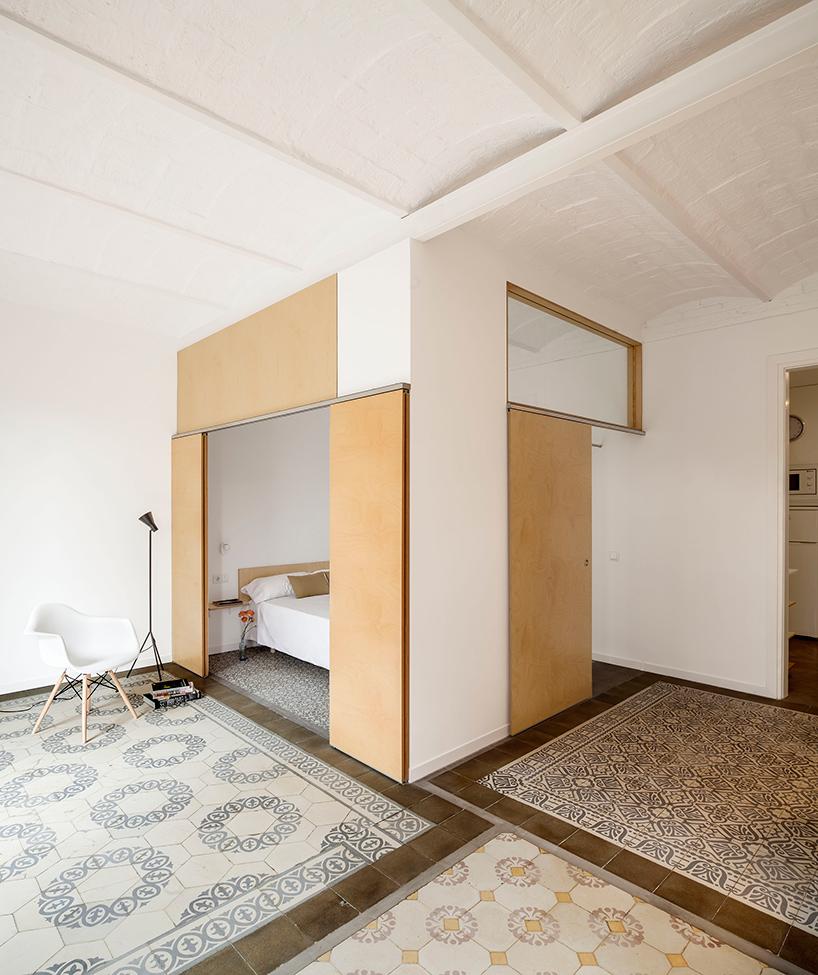 adrian-elizalde-apartment-renovation-eixample-barcelona-designboom-03