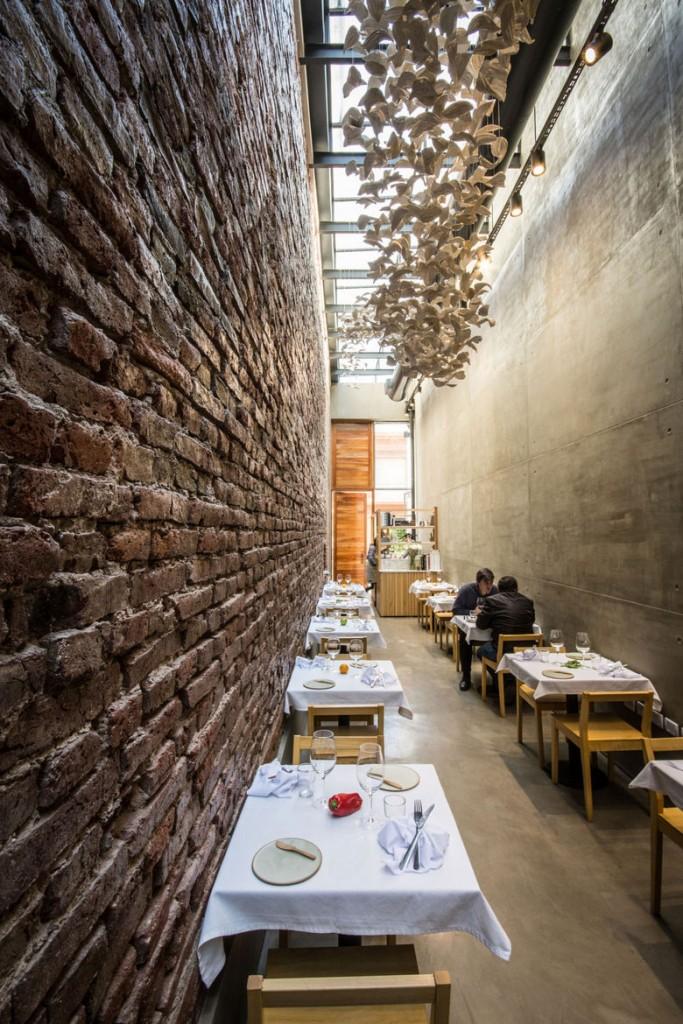el-papagayo-tiny-restaurant-argentina-interior
