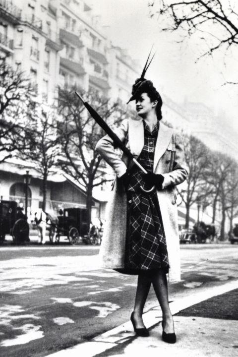 hbz-vintage-paris-street-style-1942-gettyimages-463908305_1