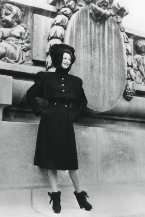 hbz-vintage-paris-street-style-1942-gettyimages-463908619_1