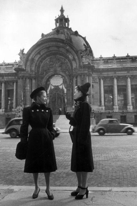 hbz-vintage-paris-street-style-1946-gettyimages-3438084_1
