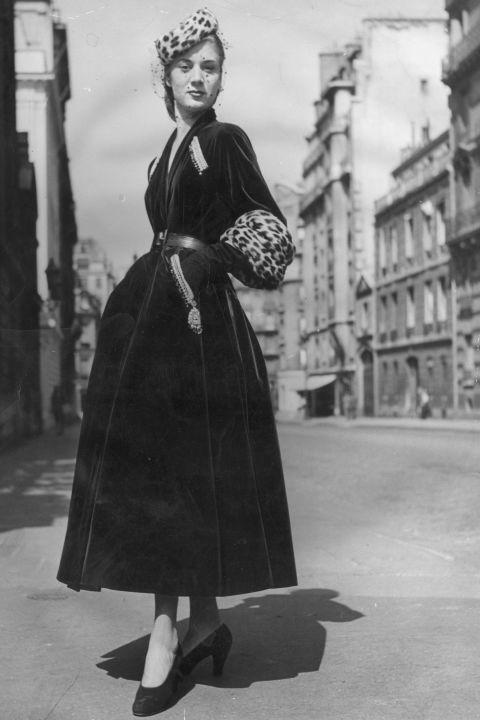 hbz-vintage-paris-street-style-1947-gettyimages-3438087_1