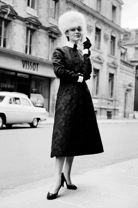 hbz-vintage-paris-street-style-1950-gettyimages-508006587_1
