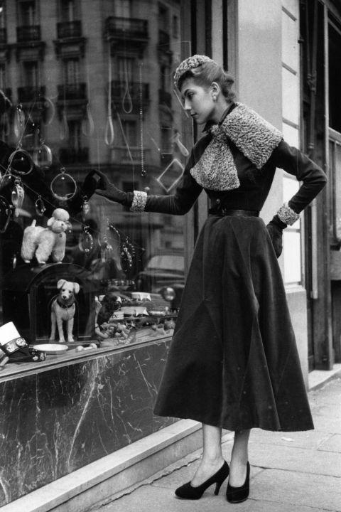 hbz-vintage-paris-street-style-1953-gettyimages-3252522_1