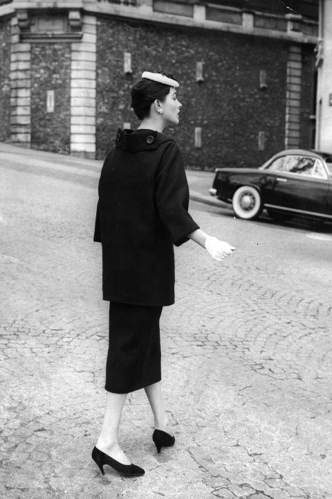 hbz-vintage-paris-street-style-1955-gettyimages-3252520_1