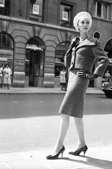 hbz-vintage-paris-street-style-1959-gettyimages-97091438_1