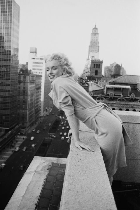 vintage-nyc-1955-marilyn-monroe-ambassador-hotel