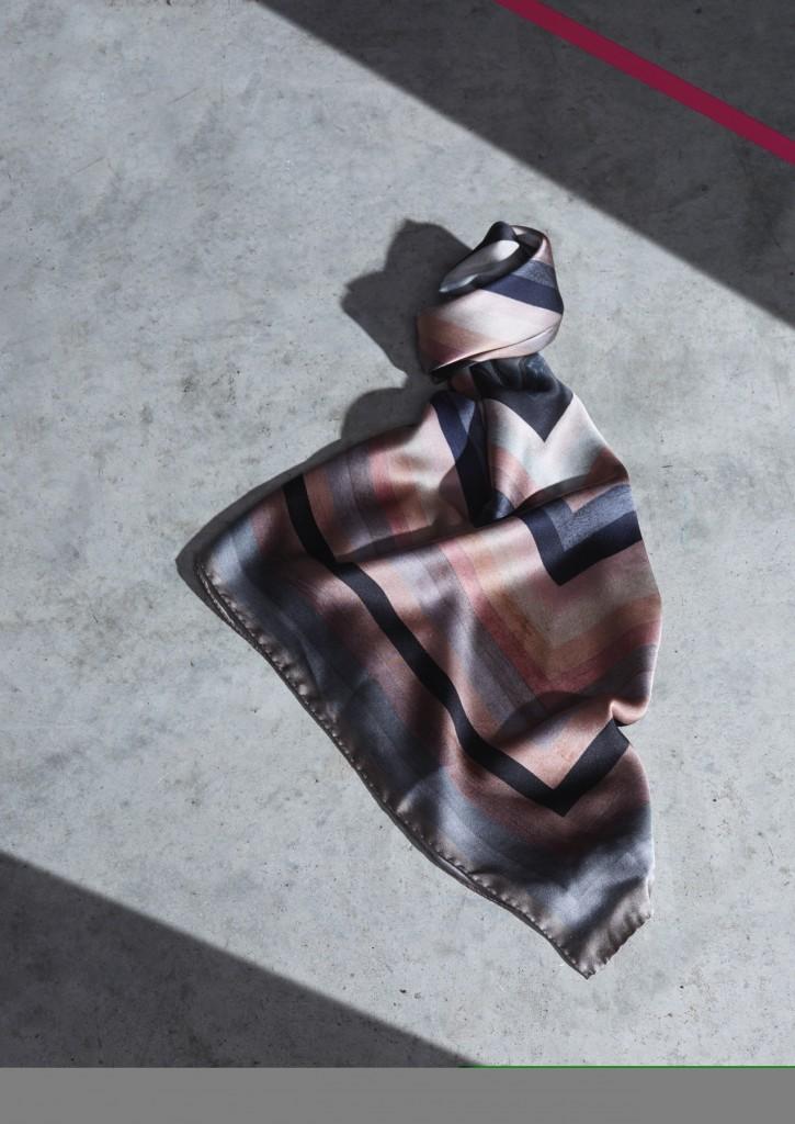 Paul Smith_Paul's Pick_Stripes 粉色系方格漸層條紋絲巾 $16,800