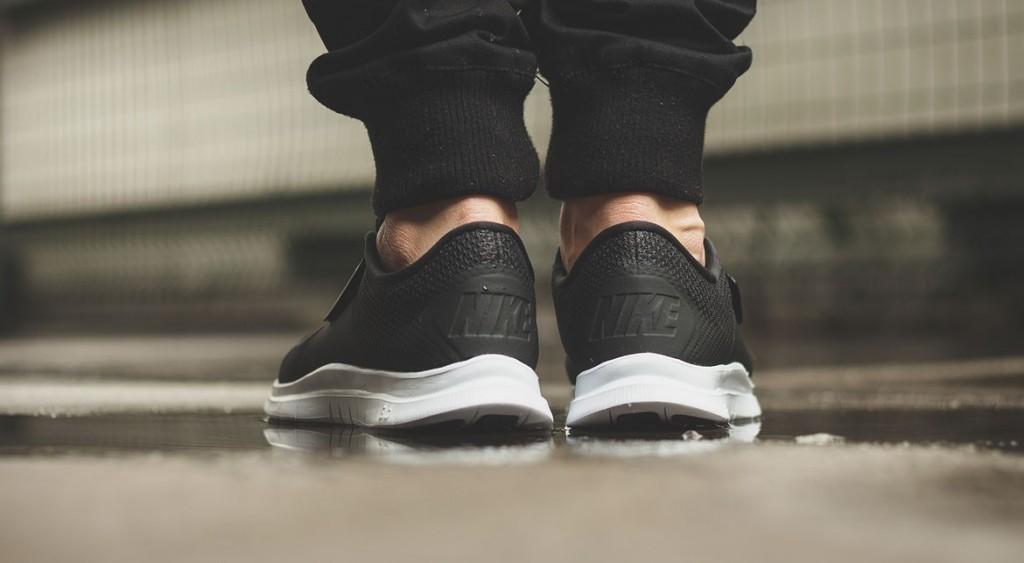 afew-store-sneaker-nike-free-socfly-black-black-white-vaporgreen-312
