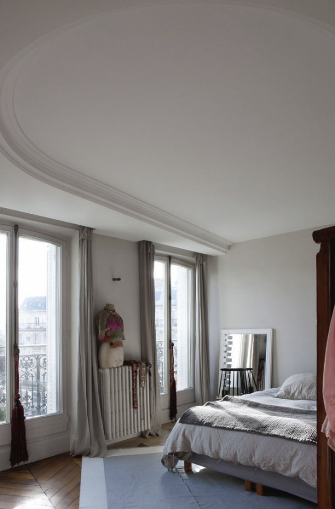 jacky-parker-paris-apartment-remodelista-29-733x1112-2