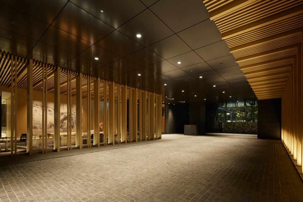 large_Aman-Tokyo-Outside-Entrance