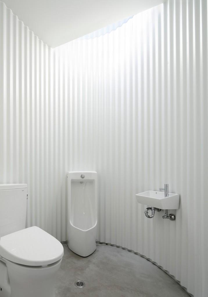 kubo-tsushima-architects-isemachi-public-toilet-japan-designboom-04