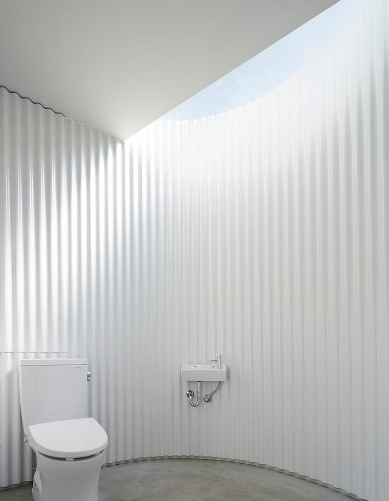 kubo-tsushima-architects-isemachi-public-toilet-japan-designboom-06