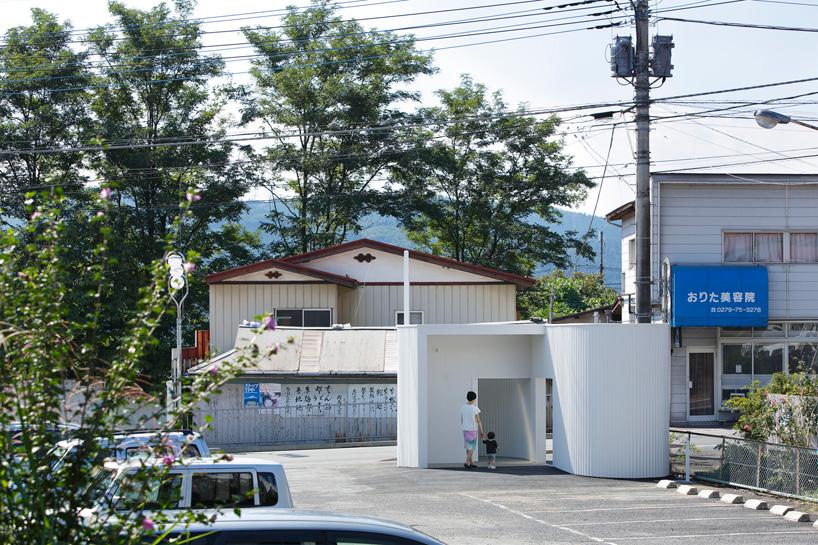 kubo-tsushima-architects-isemachi-public-toilet-japan-designboom-09