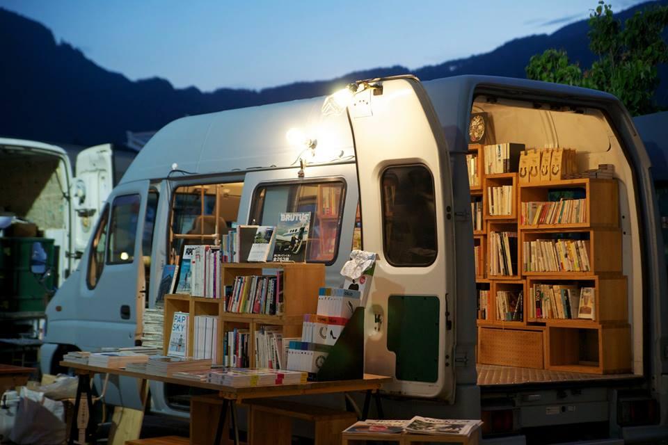 Book Truck 00