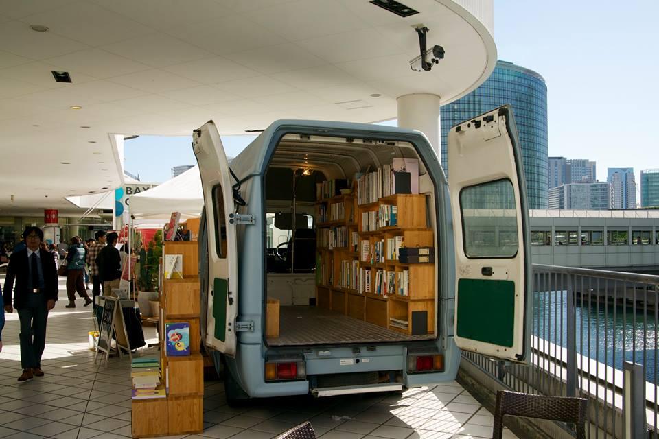 Book Truck 05