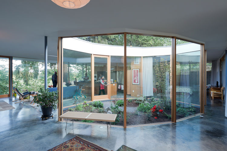 courtyard-house-glass-courtyard