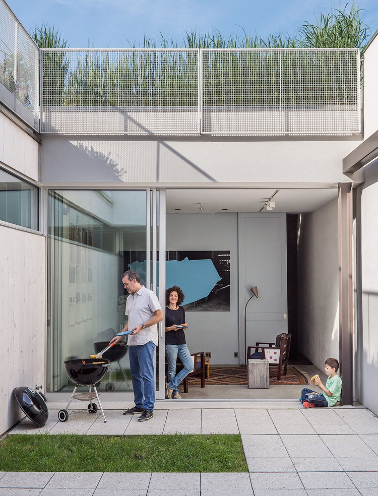 urban_pastoral-brooklyn-family-home-courtyard-concrete-tiles-grass