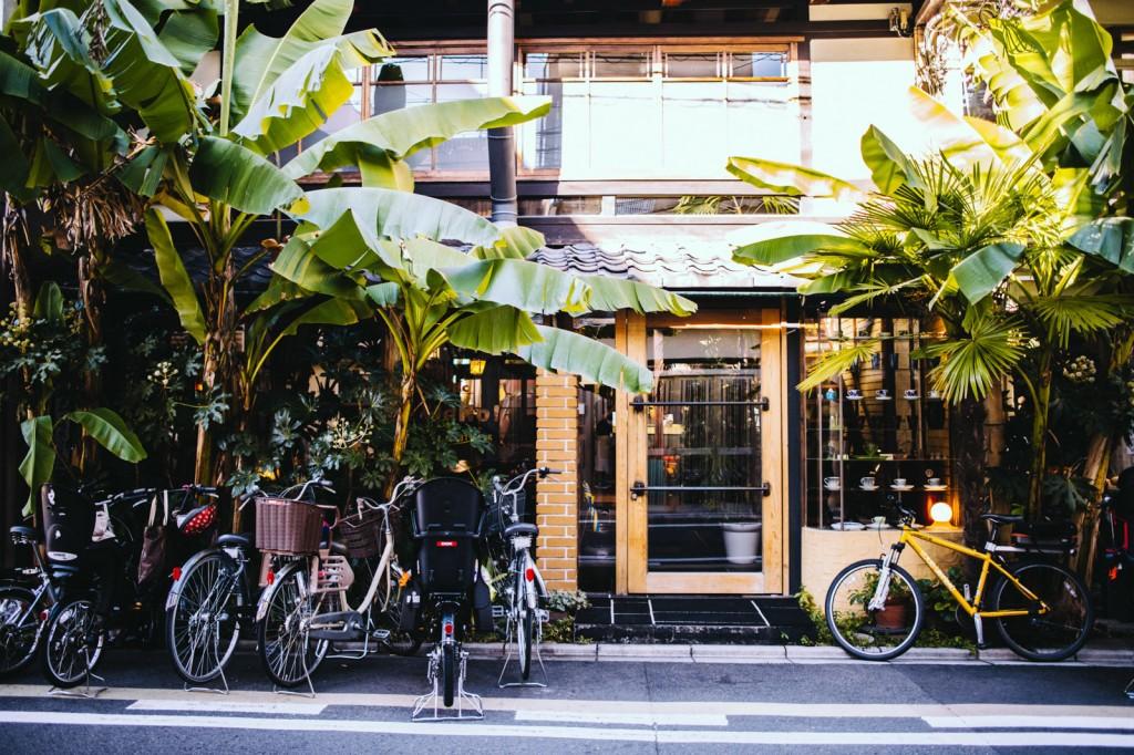 large_3-kyoto-cafes-bibliotic-hello