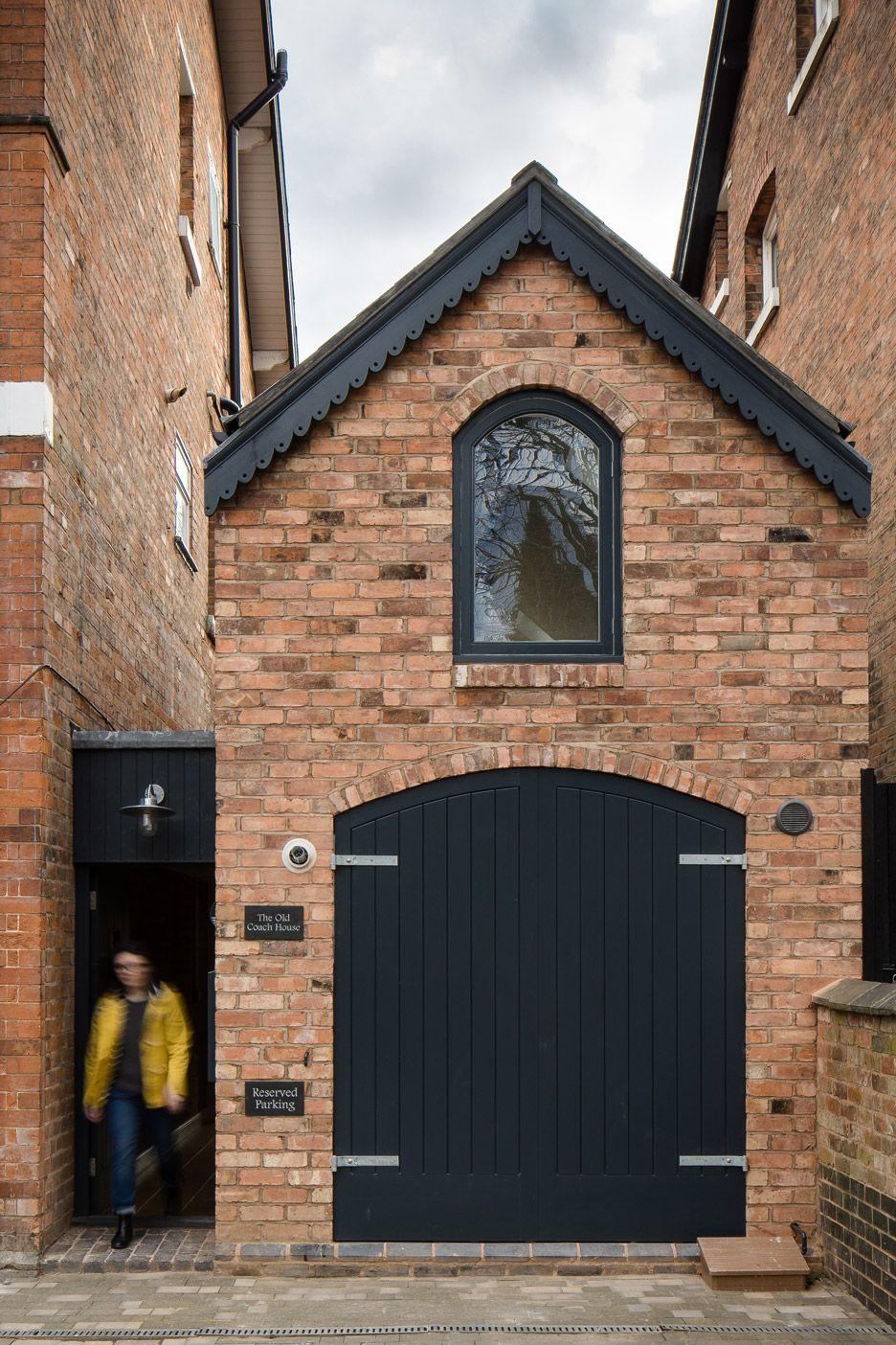 writers-coach-house-intervention-architecture-studio-renovation-moseley-birmingham-england_dezeen_936_13