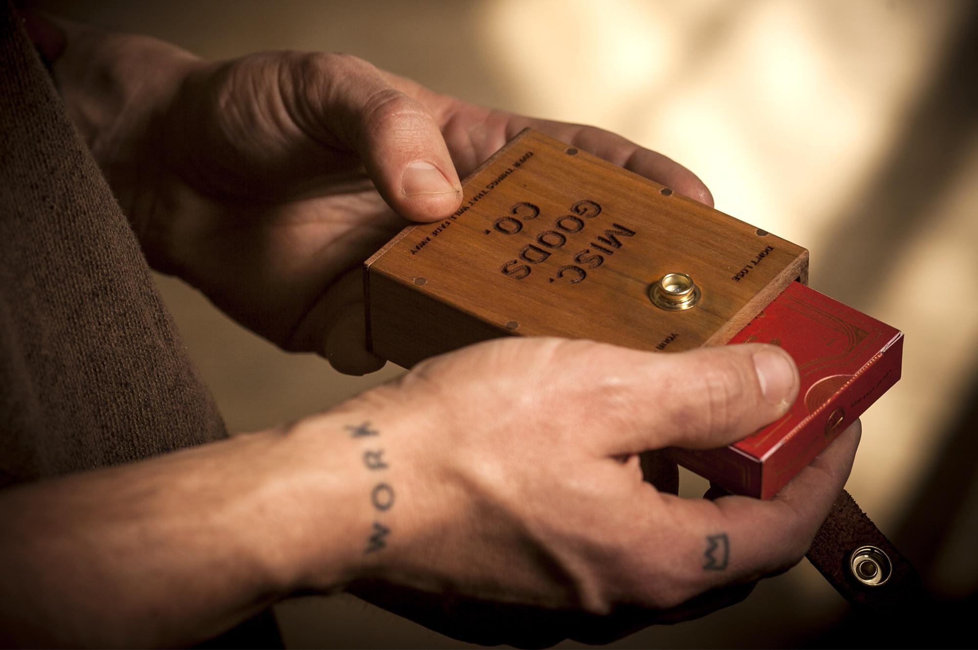 MiscGoods-Hardcase-Hands