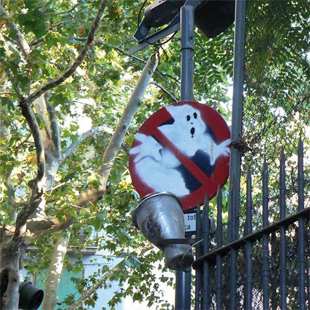 funny-vandalism-street-art-31-5703a588885ac__605