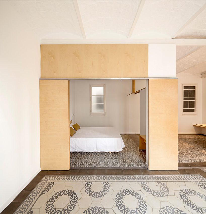 adrian-elizalde-apartment-renovation-eixample-barcelona-designboom-05